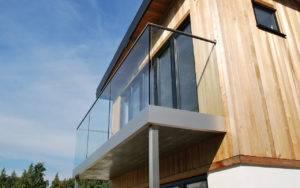 Murcia Inspira - ¿Qué normativa deben cumplir las barandillas de cristal para terrazas?